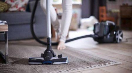 Een stofzuiger met snoer is de traditionele stofzuiger, ook wel bekend als de sledestofzuiger. Voorbeeld: Philips FC8769 PowerPro