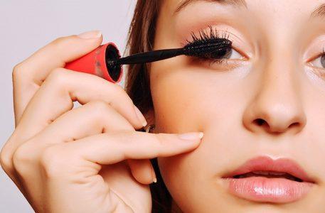hoe breng je mascara aan